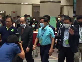 陳水扁現身投票!全程未受訪沒致詞 僅作這動作