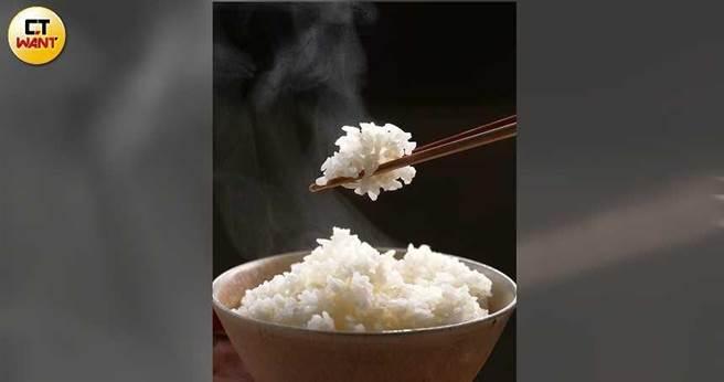 營養師程涵宇表示,若將白飯冷藏過久,容易引發仙人掌桿菌中毒,建議超過2天就須冷凍,且盡快吃完。(圖/于魯光攝)