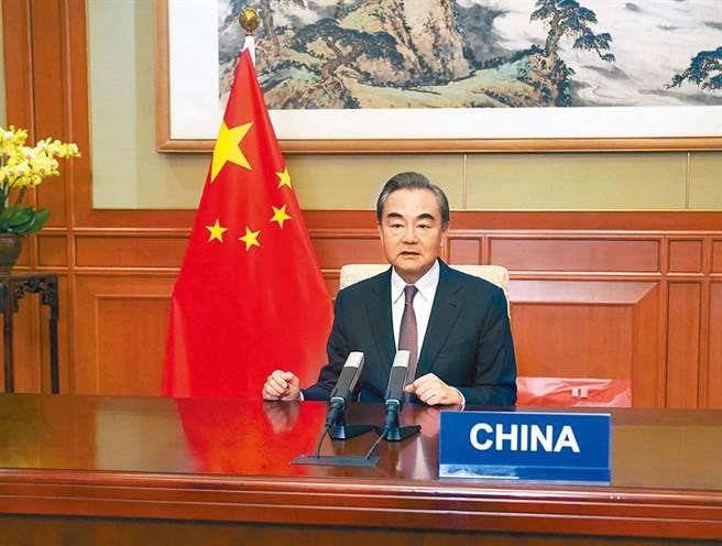 大陸國務委員兼外交部長王毅17日在聯合國經社理事會高級別會議上講話。(新華社)