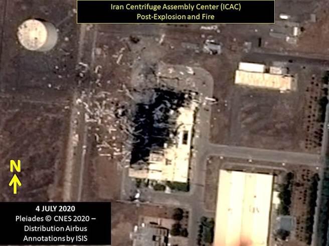 伊朗坦茲核精煉設施遭破壞的空拍圖。(圖/businessinsider)