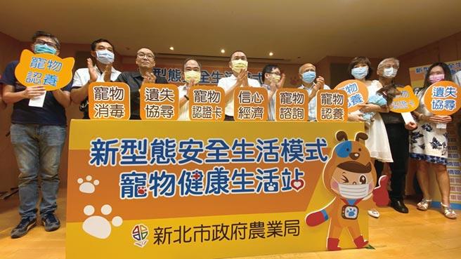新北市長侯友宜出席新北市政府舉辦的「新型態安全生活模式-寵物健康生活站」啟用典禮。圖/王盈文