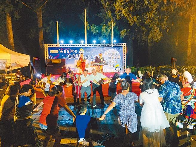 日月潭美聲音樂節,台上台下同樂。(廖志晃攝)