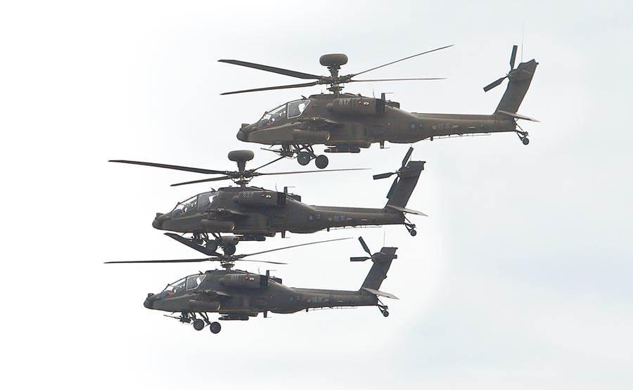 圖為今年漢光36號演習AH-64E阿帕契攻擊直升機編隊飛行。(本報資料照片)