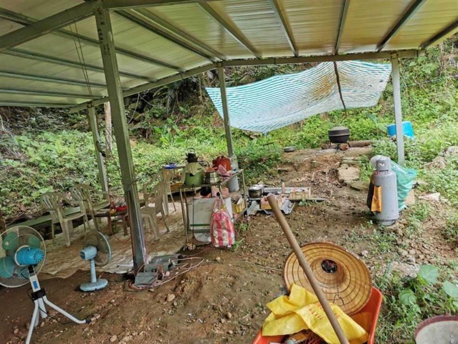 張媽媽尋覓6年的貢寮新地,花了她上千萬元,卻因為土地上的建築程序未通過不能使用。(圖/張媽媽提供)
