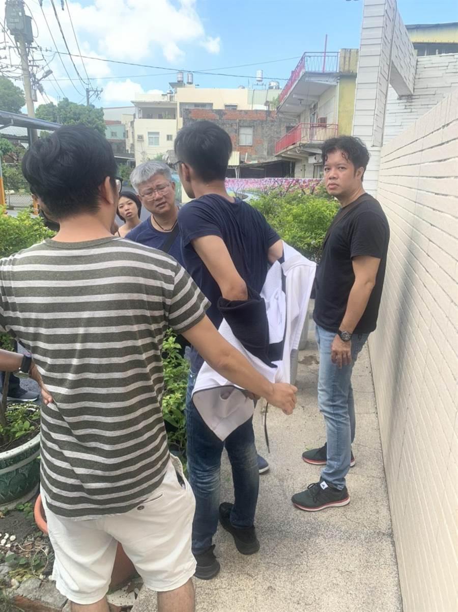 警方火速逮捕刺人的易姓男子。(警方提供/柯宗緯高雄傳真)