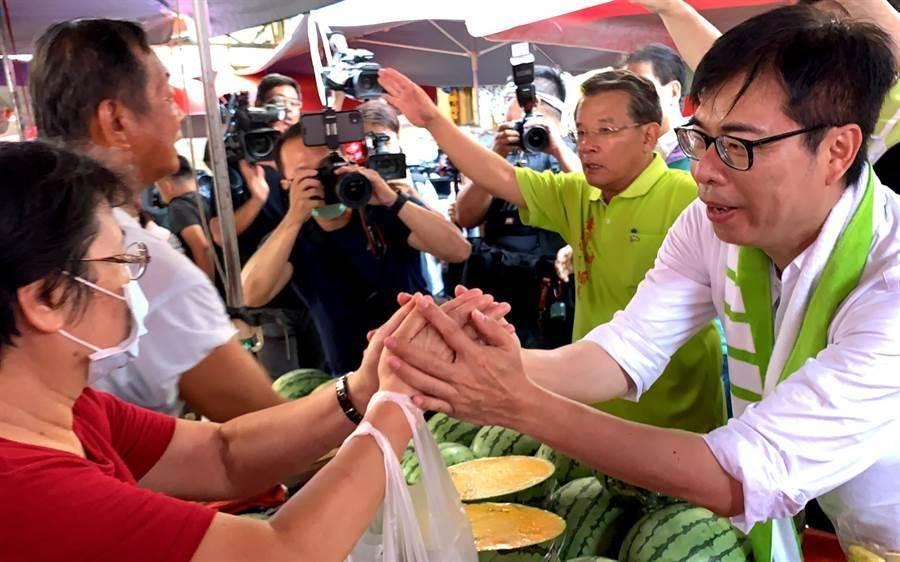 民進黨高雄市長補選候選人陳其邁(右)。(資料照)