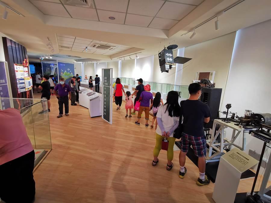 館內展示空間設置有120度環型劇場,魔法布告欄、地球展示系統、3D虛擬實境等設備,作為氣象與地震等推廣的教育場所。(吳建輝攝)