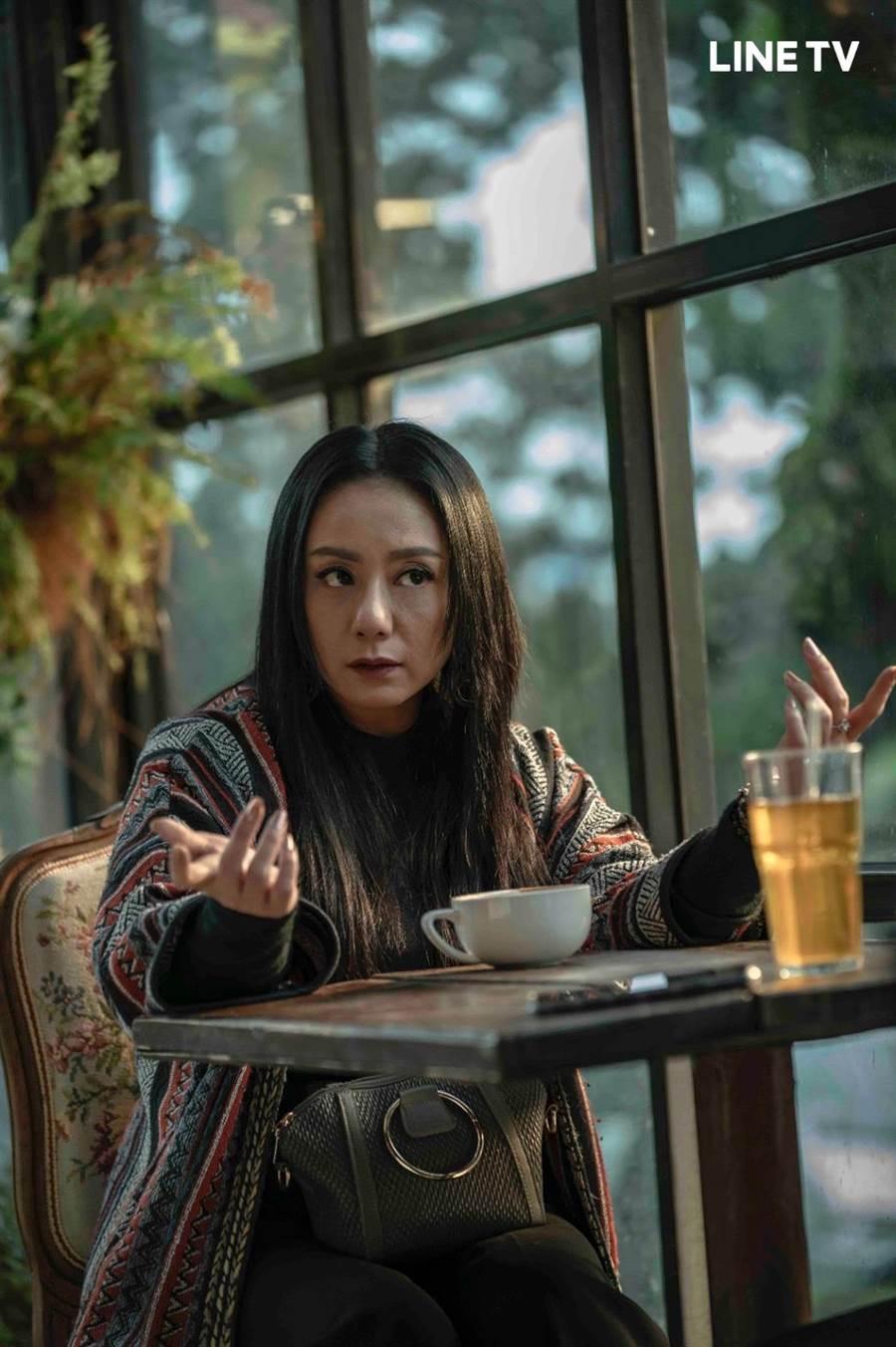 高慧君在《黑喵知情》飾演寵物溝通大師。(LINE TV提供)