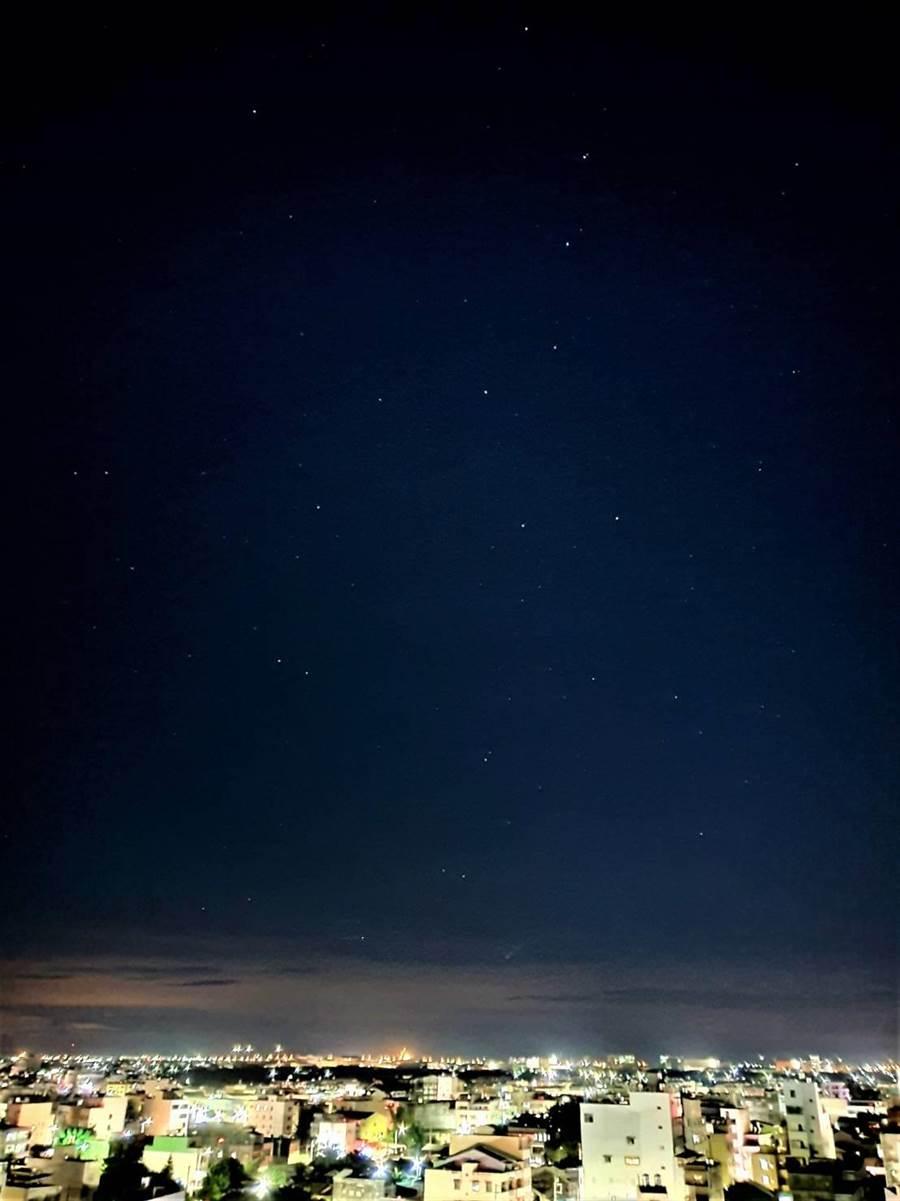 黃仲平說拍攝星星切記要遠離光害,也要注意雲層變化。(黃仲平提供/吳建輝彰化傳真)