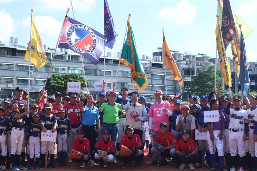 2020年台南市第7屆全國社區學齡棒球大賽於19日開幕。(李宜杰攝)