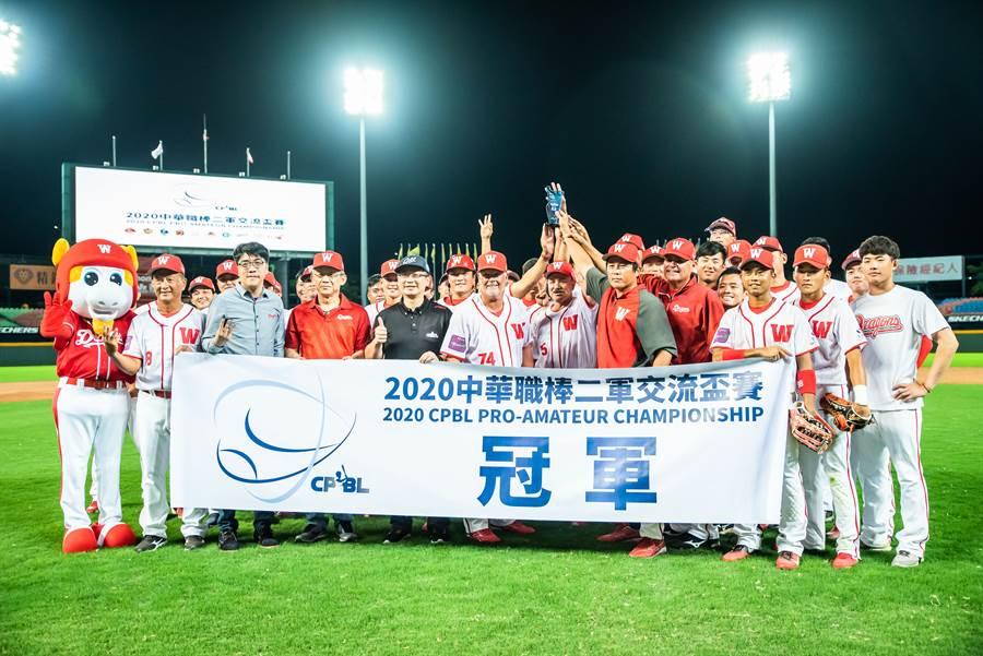 味全龍8比5擊敗樂天桃猿,六連勝拿下二軍交流盃賽冠軍。(味全龍提供)