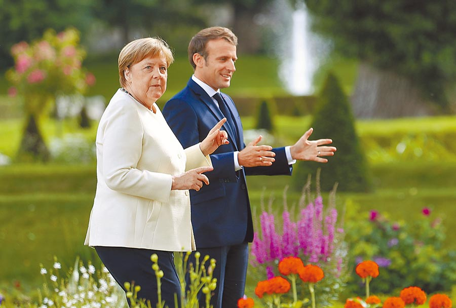 德國總理梅克爾(左)6月底邀請法國總統馬克宏(右)訪德圖╱美聯社