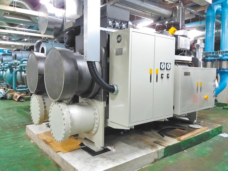 國產400冷凍噸雙壓縮機之磁浮離心式冰水機組。(工研院提供/王玉樹台北傳真)