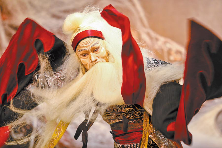 《李爾在此》,吳興國一人飾演10個角色。(鄧博仁攝)