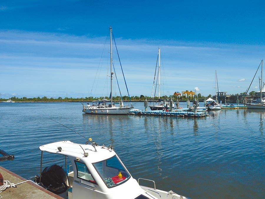 交通部航港局18日在高雄興達港情人碼頭海域舉辦動力小船與遊艇執照駕駛測驗。(洪浩軒攝)