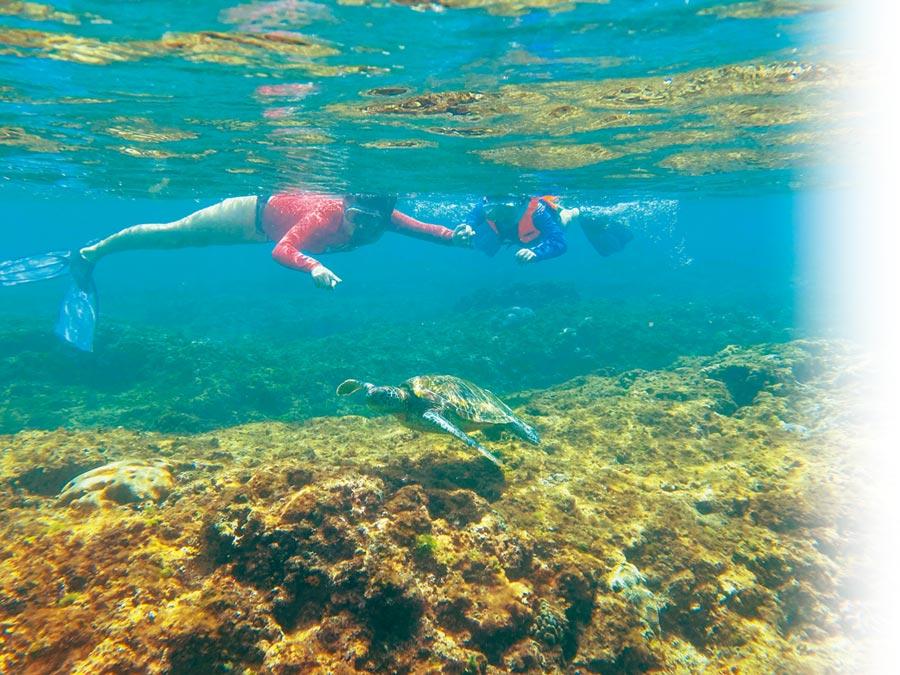 梁啟慧常帶著孩子們親近大自然,特別是水上活動。(翰森娛樂提供)