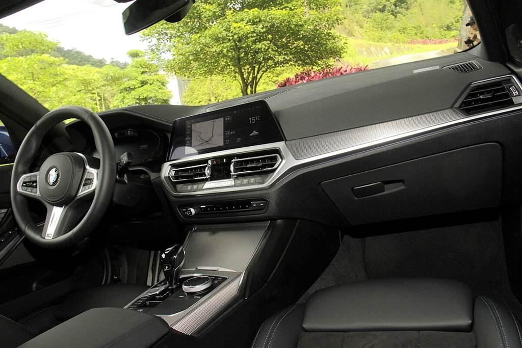 全新車體結構實現窄化A柱、後照鏡超細邊框以及全新中控區域設計,加上使用前檔隔音玻璃,除了以全新設計語彙呈現出寬闊駕駛視野外,更同時提升寧靜舒適度。