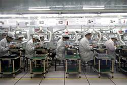 紅色供應鏈來襲!鴻海勁敵崛起 蘋果3大代工廠驚揭轉變
