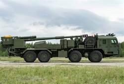 俄國152公釐自走砲2S43「錦葵」首次亮相