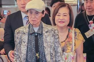 國寶歌王文夏遭餵毒暴瘦剩25公斤 住進安養院妻揭最新病況