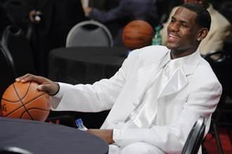 NBA》超越棒球紀錄!詹皇球員卡拍賣180萬美元