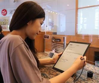 這家銀行沒有筆!永豐全台分行 導入「eNote」電子表單