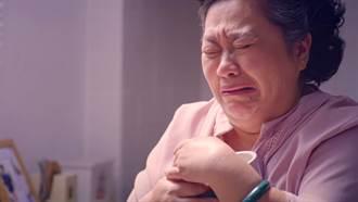鍾欣凌抱小兒子遺物心碎痛哭!網淚崩:洋蔥爆擊