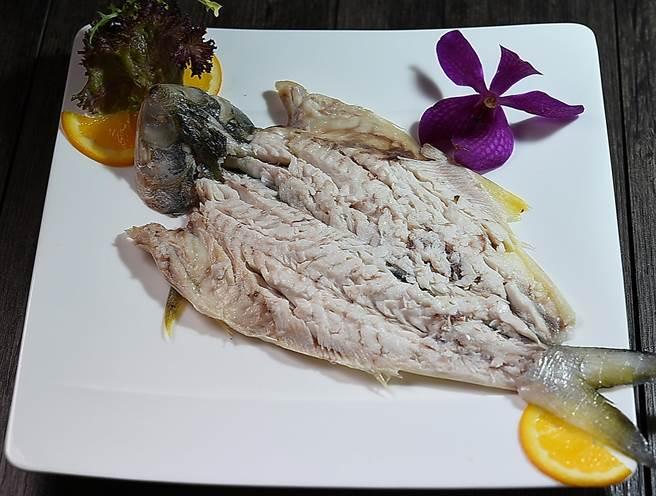 「魚飯」是指「把魚當飯吃」,神旺〈潮品集〉出潮洲老菜,可以嘗到主廚以魚肉魚骨先熬製白滷汁,再以此白滷汁滷製小黃魚、石狗公或鯮作成的「魚飯」。(圖/姚舜)