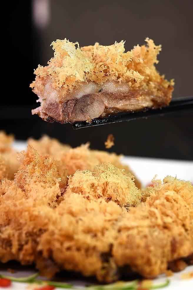 神旺〈潮品集〉的〈脆皮芋泥鴨〉,可一次品嘗到香酥芋茸、綿滑芋泥和鮮嫩鴨肉等三種口感。(圖/姚舜)