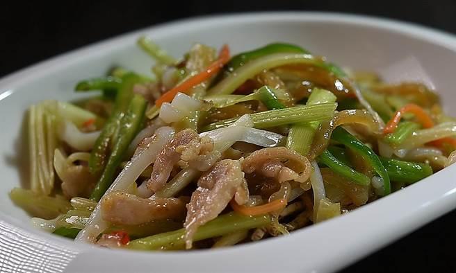 神旺〈潮品集〉出懷舊老菜,食客 可以嘗到〈 潮州匯小炒〉,比較其與〈客家小炒〉的差異。(圖/姚舜)