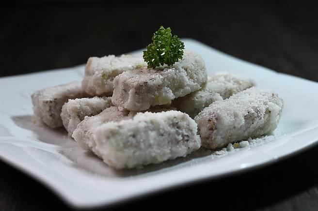 〈反沙芋頭〉是非常經典的潮州甜點,但因烹製費工、又沒用到高檔食材,不好訂價所以餐廳都不願賣,如今神旺〈潮品集〉可嘗到此菜。(圖/姚舜)
