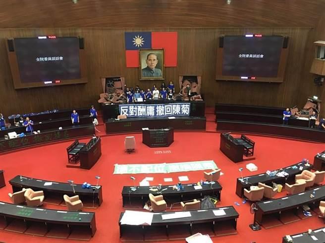 立法院議事廳,國民黨日前占領主席台。(圖/本報資料照)