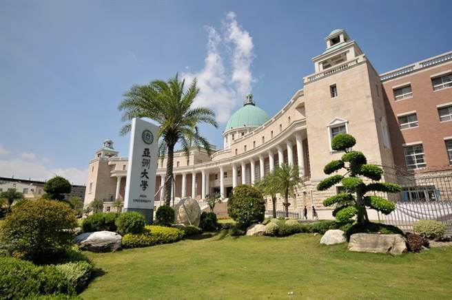 亞洲大學的行政大樓具有歐式風格,學生們參與國際創意設計競賽,勇奪德國紅點、IF、日本G-Mark、美國紐約ADC等設計大獎。(亞洲大學提供)
