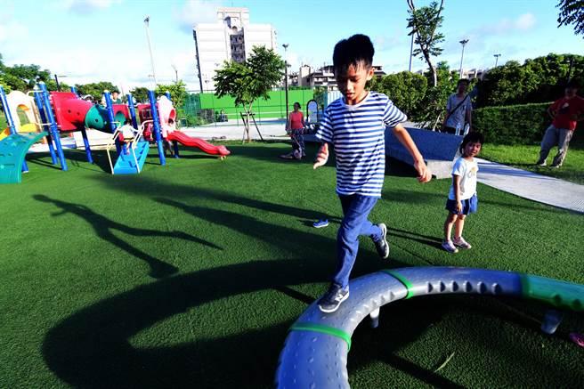台東欠缺兒童遊樂場,可讓孩童「放電」的場域非常有限。(莊哲權攝)