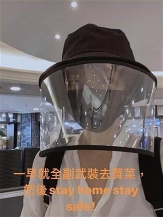 吴佩慈出门买菜「全副武装」。(图/翻摄自IG)