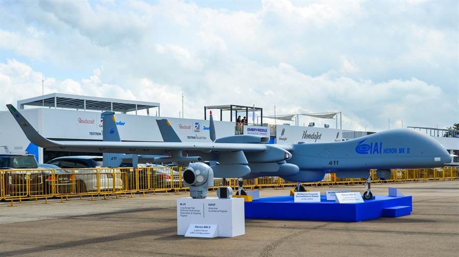 以色列「蒼鷺」(Heron)MK II 無人機2020年2月12日在新加坡航展會場展示的畫面。(達志影像/Shutterstock)
