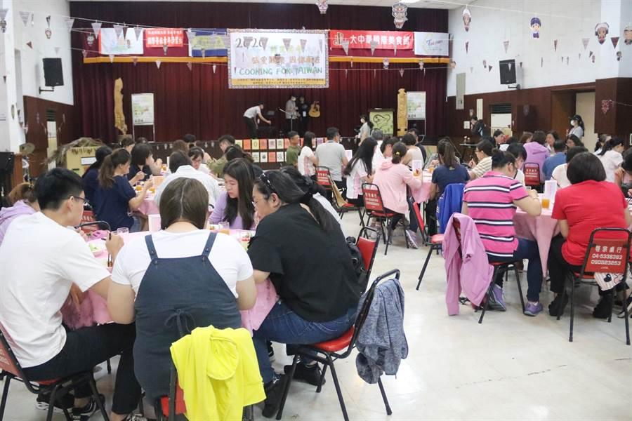 弘光科大環台義煮請醫護人員用餐。(陳淑娥攝)