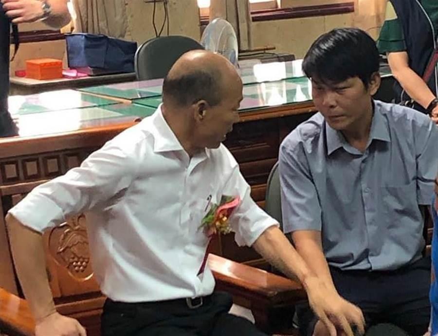 菜農林佳新,和前高雄市長韓國瑜合照。(圖/翻攝自 林佳新 臉書)