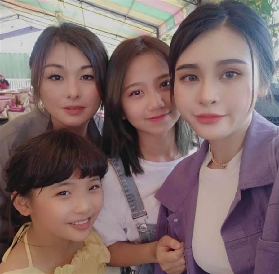 與前高雄市長韓國瑜家,交情不錯的菜農林佳新,近日曝光女兒們照片。(圖/翻攝自 林佳新 臉書)