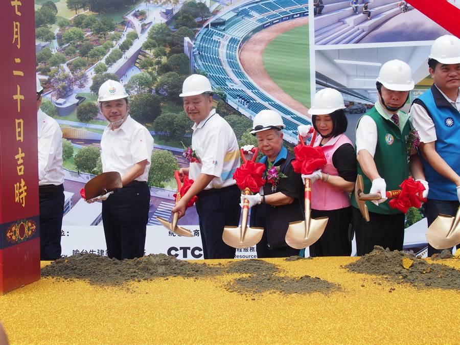 新北市長侯友宜今(20日)出席新莊運動公園地下停車場工程開工動土典禮。(賴彥竹攝)