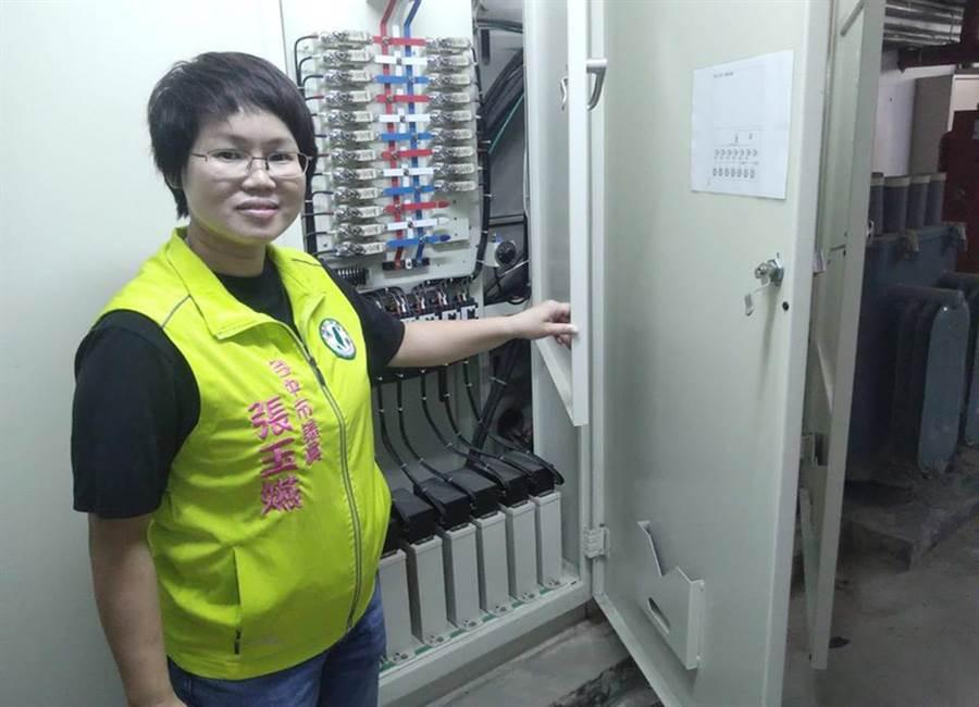 市議員張玉嬿為學童請命,指很多國中、小學須先進行電力改善才能裝冷氣;否則就會跳電。(台中市議員張玉嬿服務處提供/陳世宗台中傳真)