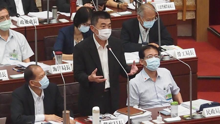 高巿府新任警察局長劉柏良20日在高雄巿議會答詢。(曹明正攝)
