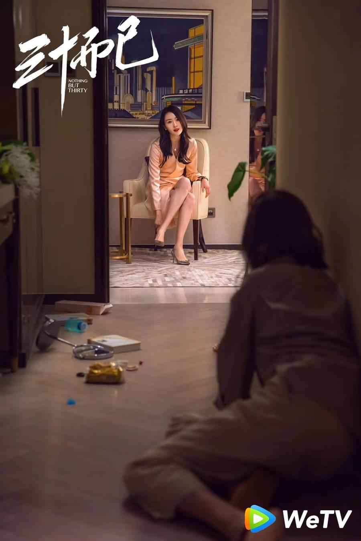 童瑤在《三十而已》痛打欺負的兒子的同學媽媽。(WeTV提供)