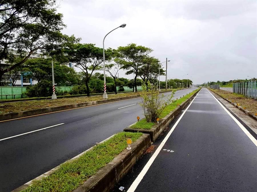 中鋼轉爐石瀝青混凝土應用於高雄市南星路鋪面道路部分路段。(中鋼提供/柯宗緯高雄傳真)