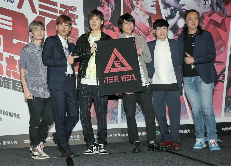 八三夭今号召歌迷于8月29日再次集结高雄巨蛋。(卢祎祺摄)