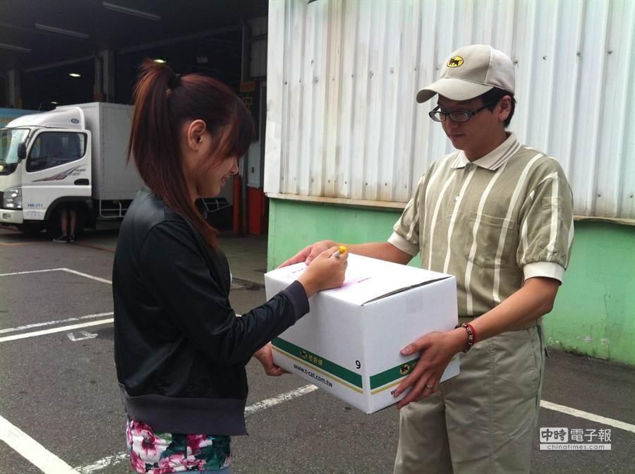黑貓宅急便獲得日本大和運輸技術授權,並有統一超商的支援,方便性與營運效率是消費者信賴及選擇的關鍵。(本報資料照/袁庭堯高雄傳真)