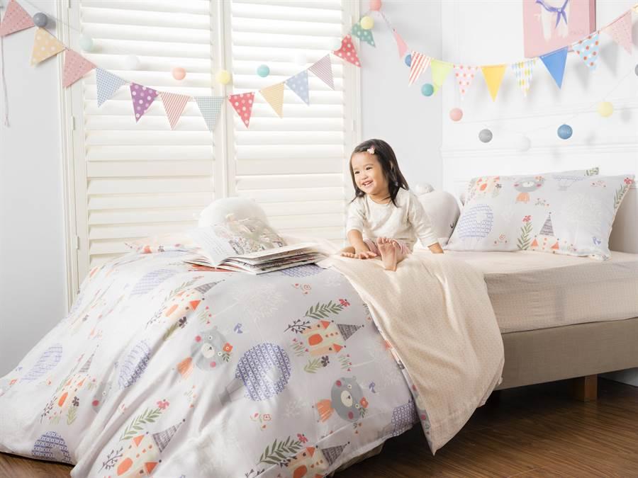 HOLA兒童專屬寢具、枕頭、被胎、睡袋等,皆具抗菌防螨功效。(HOLA提供)
