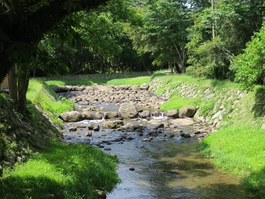 金山磺溪頭清水園區,護岸工程使用當地石塊,維持自然生態,還獲得特優殊榮。(金山區公所提供/許家寧新北傳真)