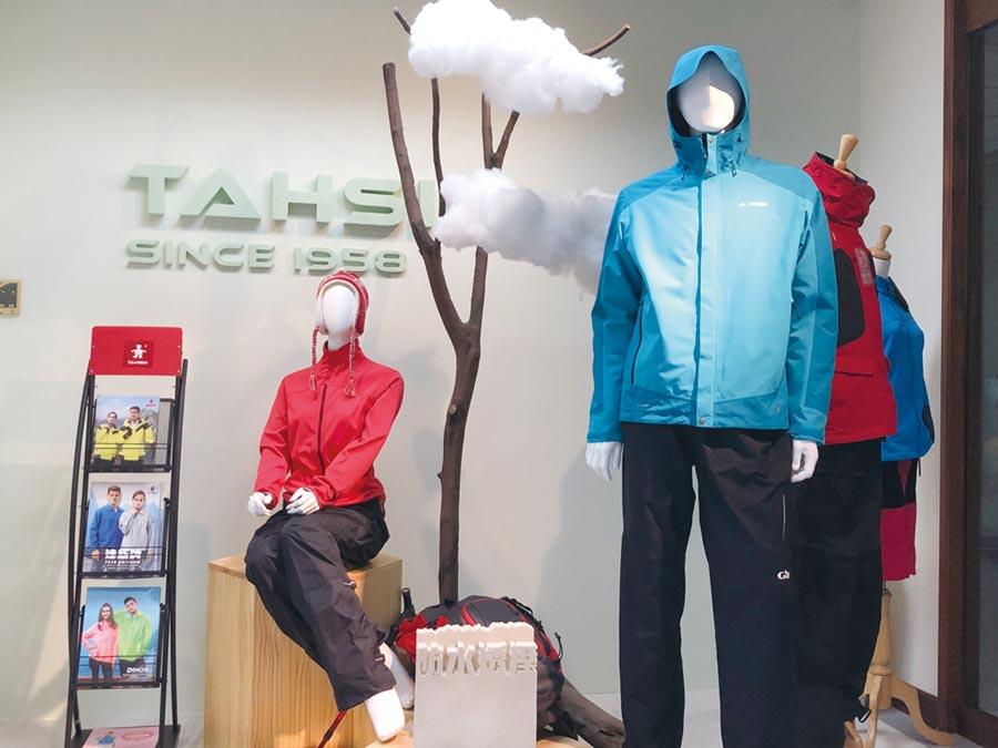 圖為達新樣品室,展示新款的成衣等產品。圖/劉朱松