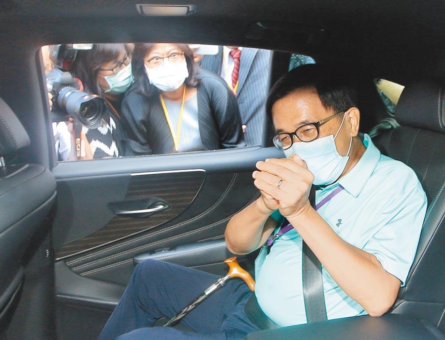 前總統陳水扁昨到全代會現場投票,投完票後並未受訪即搭車離去。(陳怡誠攝)